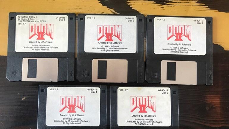 Criador de DOOM coloca disquetes originais à venda no Ebay